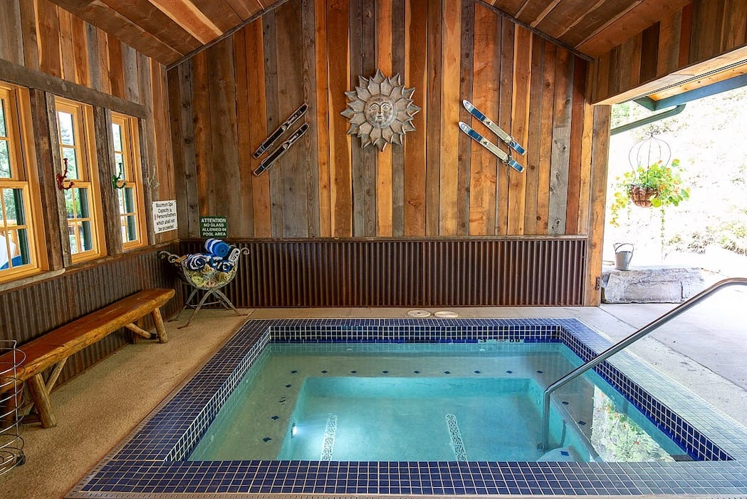 Hot Tub Hidden Moose Lodge Whitefish Montana