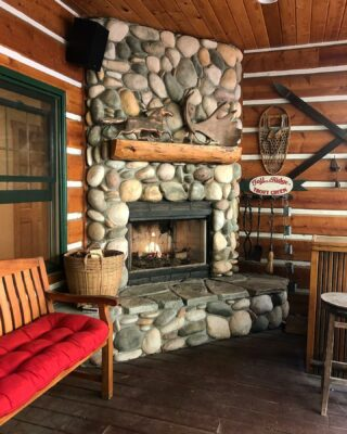 We love fireplace season! This nook is a great spot for guest who want to enjoy the outdoors but stay warm and dry from the elements. Sit and enjoy the woods as deer, turkey and sometimes black bear pass by as the warm fire crackles next to you. #cozynook #fireplace #itsfallyall #skichalet #lodge #lodging #whitefishmontana #hotel #oneofakind #mountainlife #mountainliving