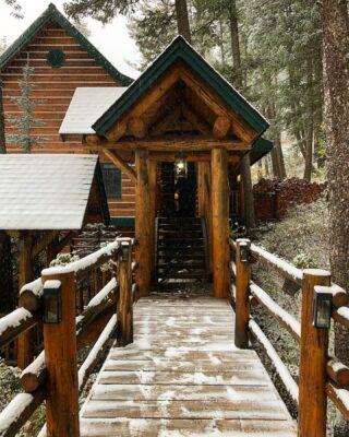 Who's ready for it to get dark at 430? 😳🙅‍♀️ but I think we can all agree that we are ready for more ❄️ in those mountains. #cabinlife #mountainlife #lodgelife #whitefishmontana #lodging #lodge #cozy #bedandbreakfast #snow #timechange #cabinfever #prayforsnow #winteriscoming