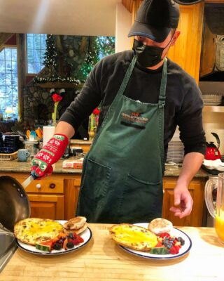 Dan making perfect frittatas for breakfast #bedandbreakfast #frittata #lodge #breakfast #lodging