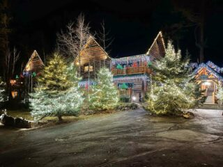 Can you imagine how beautiful this is going to look with snow 🎄😍❄️🙌 Christmas with the Taylor's #prayforsnow #christmasdecor #christmaslights #christmasvacation #griswaldchristmas #skihotel #skilodge #skichalet #mountainliving #merryandbright #festive #deckthehalls #whitefishmontana #skitown #bedandbreakfast #lodge #lodging #seeforyourself