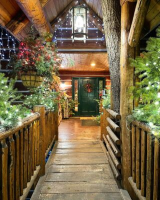 May any travel frustrations melt away as you pass over the bridge to a Christmas vacation vortex- where hot chocolate, a crackling fire and pre ordered discounted ski lift tickets awaits you. Enjoy your stay 😁❄️🎄🚠⛷🏔 #spreadingthecheer #christmasvacation #christmasdecor #christmaslights #entry #merrychristmas #happyholidays #merryandbright #welcomeguests #comeonin #skilodge #skihotel #bedandbreakfast #skitown