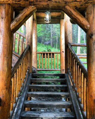 A unique entrance is just the beginning of your stay at the Hidden Moose Lodge. Come experience the rest for yourself! #lodge #lodging #mountainliving #logcabinliving #montanastyle #craftsmanship #inthewoods #inthemountains #whitefishmontana #comeplay #comestay #entrance #detail #staircase #unique