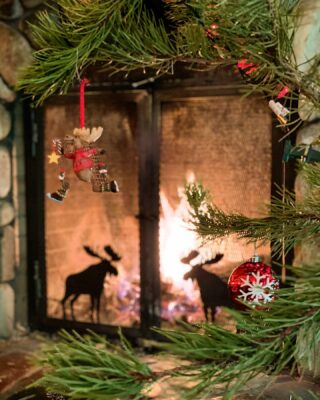 Only one week away from Christmas Day! Town has been busy with last minute shoppers. #christmas #ornaments #fireplace #lodging #bedandbreakfast #skitown #skilodge