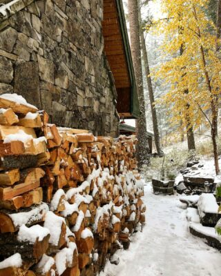 #autumnmeetswinter #mountainlife #mountainliving #lodgelife #lodging #readyforwinter #october #firewood #snow #toosoon